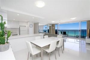 Peninsula Apartments 19B Kitchen